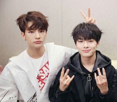 All Stray Kids Ships Picture and names in each chapter Vote and comme… # Rastgele # amreading # books # wattpad Jooheon, Lee Min Ho, K Pop, Talking To The Moon, Sung Lee, Lee Know, K Idols, Boy Bands, Boy Groups