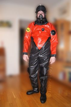 Victory green River Diver's Knife - original diving knife suitable as deep sea divers knife and commercial riggers knife. Latex Pants, Latex Suit, Latex Men, Hazmat Suit, Down Suit, Diving Suit, Heavy Rubber, Neoprene Rubber, Rain Gear