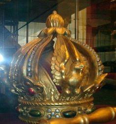 Corona imperial de México, cerrada también con águilas mexicanas. Siglo XIX