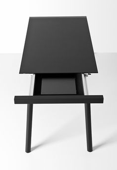 Bartoli Design per Kristalia / Tavolo Torii Bespoke Furniture, Home Furniture, Furniture Design, Office Furniture, Minimalist Scandinavian, Black Table, Color Shapes, Modern Industrial, Product Design