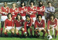 Benfica 1975/76. Messias,Artur,Bastos Lopes,Toni,Barros,José Henrique Nené,Vitor Martins,Jordão,Shéu,Moinhos.