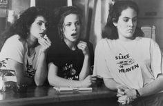 Still of Julia Roberts, Lili Taylor and Annabeth Gish in Mystic Pizza.