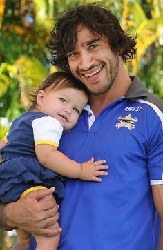 Johnathan Thurston with his biggest fan, his daughter Frankie. Johnathan Thurston, National Rugby League, Cowboys Men, Queenslander, Rugby Players, Alpha Male, Sports Stars, Best Player, Damon