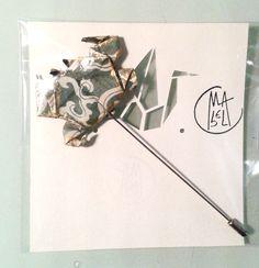 varnished paper origami  crab Brooch and antiallergic Mabel Ruiz. Maldito Corazón 2014 $ 20.50  € 18