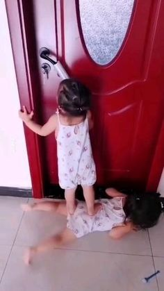 Cute Funny Baby Videos, Cute Funny Babies, Funny Videos For Kids, Funny Animal Videos, Videos Funny, Funny Cute, Cute Little Baby, Pretty Baby, Funny Vidio