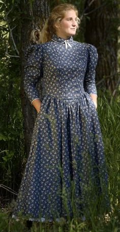 Costuming for Pioneer Woman 1800s http://www.cattlekate.com/public/store/products/fullsize/navy_school_marm.jpg