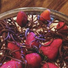 Dessert first! #sobremesa #chocolate  #strawberry #dessert #sobremesa #pie #blog #alegriencia #foodporn #sugar #dessertfirst #sobremesaprimeiro