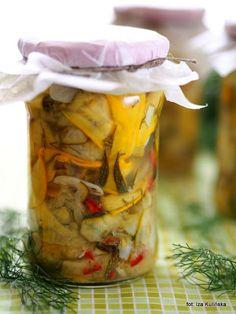 Smaczna Pyza: Domowe przetwory. Sałatka z cukinii, z czosnkiem, ... Vegetables, Cooking, Recipes, Food, Chili, Muffin, Amazing, Canning, Kitchen