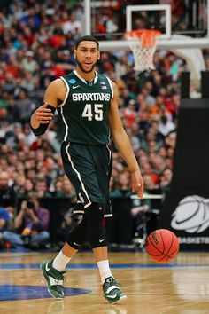 Denzel Valentine Photos - NCAA Basketball Tournament - East Regional -  Syracuse - Zimbio Ncaa Basketball 688cf09a6e06