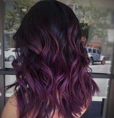 Trendfrisuren Baby trend, akkurater Mittelscheitel oder This particular language Cut Kick the bucket Frisurentrends Plum Hair, Violet Hair, Purple Balayage, Balayage Hair, Purple Hair Highlights, Haircolor, Hair Color Purple, Purple Ombre, Ombre Hair