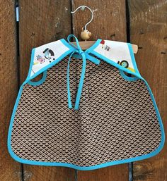 Aiden & Ava Reversible Baby Bib Sewing Pattern in a por Pipersgirls Baby Bibs Patterns, Sewing Patterns, Bib Pattern, Baby Sewing Projects, Free Machine Embroidery Designs, Baby Sweaters, Baby Accessories, Baby Quilts, Baby Dress