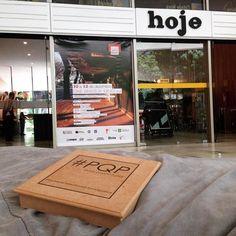 Alô Brasília! Estou por aqui com o #PQP #ParedePoética no Casa Arte Foto rolando no CineBrasília conhecendo trabalhos incríveis e gente querida! Sábado suaaave! by vanpapillo