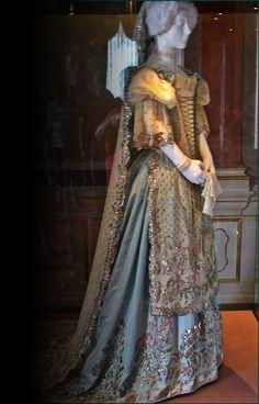 hungarian dress belonged to the Empress Sissi. Old Dresses, Vintage Dresses, Vintage Outfits, Historical Costume, Historical Clothing, Impératrice Sissi, Victorian Fashion, Vintage Fashion, Empress Sissi