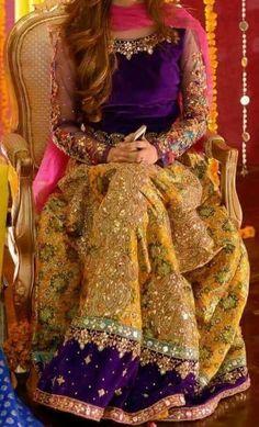New Pakistan girls Pakistani Mehndi Dress, Bridal Mehndi Dresses, Pakistani Wedding Outfits, Pakistani Dress Design, Bridal Outfits, Bridal Lehenga, Pakistani Dresses, Indian Dresses, Mehendi