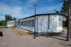 Raunalle CLT-tekniikalla rakennettu palvelutalo on vuorattu Siparila Topcoat ulkoverhouspaneelilla.