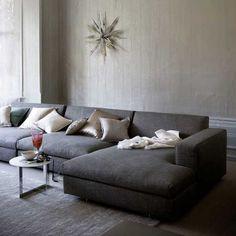geweldige grote bank, past helaas niet in mijn kamer -- Pale cushions dark grey sofa