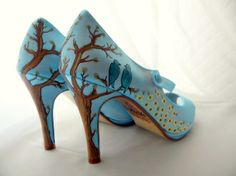 I totally want to paint a pair of shoes like these :)