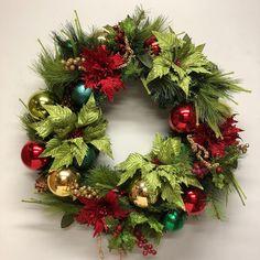 Festive wreath for Christmas 2018. How To Make Wreaths, Festive, Christmas Wreaths, Wedding Flowers, Christmas Swags, Holiday Burlap Wreath, Christmas Garlands, Wedding Ceremony Flowers