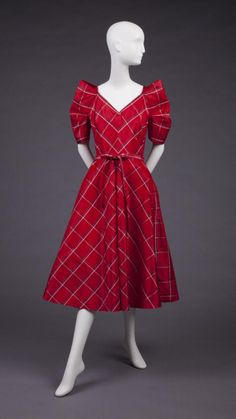 Dress Mollie Parnis, 1950 The Goldstein Museum of Design. Love the shape of this!