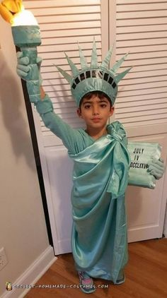 Meaningful Homemade Statue of Liberty Child Costume Fancy Dress Costumes Kids, Baby Fancy Dress, Diy Baby Costumes, Girls Dance Costumes, Fancy Dress For Kids, Homemade Costumes, Costume Ideas, Diy Statue Of Liberty Costume, Lady Liberty Costume