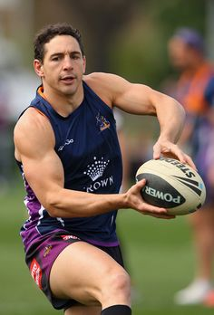 Billy Slater Photos - Billy Slater of the Storm passes the ball during a Melbourne Storm NRL training session at AAMI Park on September 2012 in Melbourne, Australia. Rugby Men, Rugby Sport, Rugby Muscle, Rugby Poster, Hot Rugby Players, Sports Organization, Australian Football, Soccer Gear, Rugby League