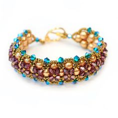 Learn how to make this beautiful and surprisingly simple bracelet using Right Angle weave. Start with a single row of pearls and then add sparkling