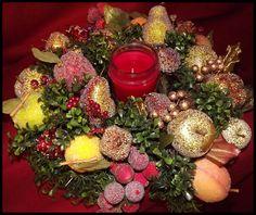 Della Robia Christmas Arrangement