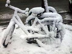 bicicletta sotto neve