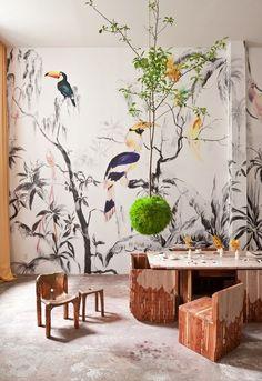 Décoration Jungle, tropicale, papier peint motif tropicale , chaises en bois