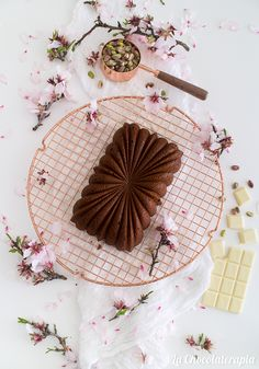 White chocolate pistachio loaf cake Loaf Cake, Pistachio, White Chocolate, Parties, Entertaining, Baking, Food, Decor, White Chocolate Cupcakes
