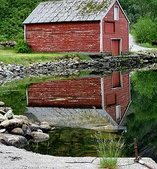 a barn and water - I'm home!