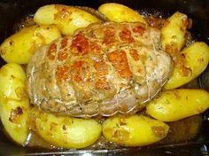 La meilleure recette de Rôti de veau au four! L'essayer, c'est l'adopter! 4.7/5 (25 votes), 103 Commentaires. Ingrédients: Un beau rôti de veau (1 kg),1/2 verre de vin blanc sec,1/2 verre d'eau,1 bouillon de veau,2 oignons,ail,sel,poivre,huile d'olive,thym,9 pommes de terre.