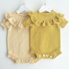 Sweet knits for baby Baby Knitting Patterns, Knitting For Kids, Knitting Designs, Knitted Baby Clothes, Baby Kids Clothes, Baby Outfits, Kids Outfits, Fashion Kids, Style Fashion