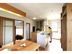Onocom Design Center リビングよりキッチン・ダイニングが少し高いため、汚れやすいキッチンの中が見られません。Onocom Design Center