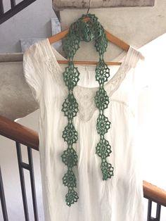 Sciarpa in filo di Scozia verde chiaro di TheCroKnitClub su Etsy https://www.etsy.com/it/listing/224141588/sciarpa-in-filo-di-scozia-verde-chiaro