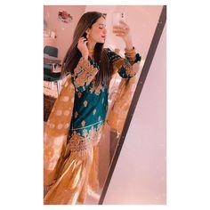 Pakistani Fashion Party Wear, Pakistani Dresses Casual, Pakistani Bridal Dresses, Pakistani Dress Design, Cute Girl Poses, Girl Photo Poses, Girl Photography Poses, Girl Photos, Beautiful Suit