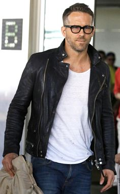 Ryan Reynolds looked oh so HOT in a leather jacket and chunky black square specs! Cool your jets ladies…he's (unfortunately) taken!