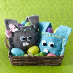 How cute are these Easter bunny bags? Find out how to make them here: http://www.bhg.com/holidays/easter/eggs/easter-baskets-and-bags/?socsrc=bhgpin030213bunnybags