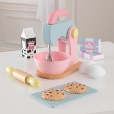 It's snack time! With our new and improved Baking Set, young chefs get to bake up all sorts of fun goodies. From the rolling pin that rolls to the mixers that move up and down, this toy is jam-packed