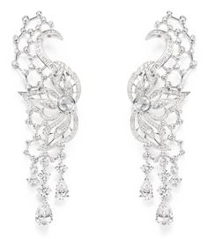 Piaget Couture Précieuse earrings Diamond Embroidery Inspiration. Crafted in 18K white gold set with 270 brilliant-cut diamonds (approx.7.09 cts), 4 pear- shaped diamonds (approx.6.10 cts), 8 rose-cut diamonds (approx.1.75 cts) and 30 baguette-cut diamonds (approx. 0.70 ct).