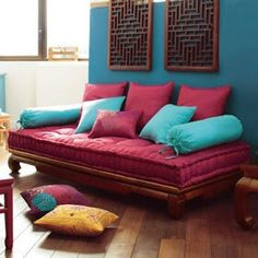 Sofá cama futon def not in that color but awesome look Indian Home Interior, Indian Home Decor, Home Decor Furniture, Diy Home Decor, Furniture Design, Indian Bedroom Decor, Floor Seating, Sofa Design, Home Living Room