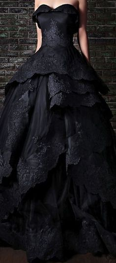 This black wedding gown could be worn again as a ball gown and no one would know.I remember wanting a black wedding dress! Black Wedding Dresses, Wedding Gowns, Bridal Gown, Beautiful Gowns, Beautiful Outfits, Gorgeous Dress, Beautiful People, Mode Glamour, Evening Dresses