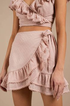 Morgan Ruffle Wrap Skirt It get any cuter than this. The Morgan Rose Ruffle Wrap Skirt features skirt ties at the waist, oodles of ruffles that cascade to the very sho Summer Outfits, Casual Outfits, Cute Outfits, Fashion Outfits, Fashion Trends, Steampunk Fashion, Gothic Fashion, Rosa Rock, Quoi Porter