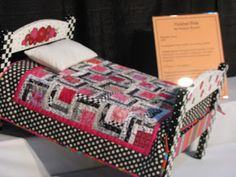 Collector With A Needle: Sleep Tight Doll Quilts and Beds Exhibit Dollhouse Quilt, Dollhouse Miniatures, Quilt Bedding, Doll Bedding, Miniature Quilts, Doll Beds, Mini Crib, Doll Quilt, Sleep Tight