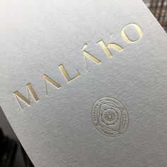 I like the oval shape of this logo. Gold Foil Stamping on Real Grey Colorplan Paper. Printed by Dot Studio London Thick Business Cards, Embossed Business Cards, Foil Business Cards, Business Cards Layout, Business Card Logo, Luxury Logo Design, Branding Design, Logo Minimalista, Design Living Room