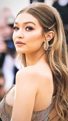 Clip Hairstyles, Prom Hairstyles For Long Hair, Prom Hair Updo, Sleek Hairstyles, Medium Hairstyles, Hair Ponytail, Gigi Hadid Hairstyles, Model Hairstyles, Formal Hairstyles Down