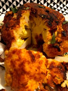 Tandoori Gobi / Tandoori whole baked cauliflower. A creative way to utilize cauliflower, a twist from usual food varities. Vegetable Curry, Baked Cauliflower, Curries, Baking, Vegetables, Food, Curry, Bakken, Veggies
