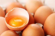 Ne dobd ki a tojás héját! Ragyogóan fehérek lesznek tőle a megsárgult ruhák | femina.hu
