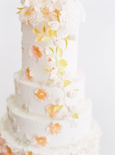Wedding cake with 23ct edible gold leaf, by T Bakes. www.tbakes.com Photo by André Teixeira, Branco Prata.
