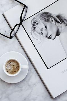 Coffee Mugs Green Flat Lay Photography, Coffee Photography, Artistic Photography, Coffee And Books, Coffee Love, Coffee Coffee, Coffee Tables, Coffee Photos, Fotos Do Instagram